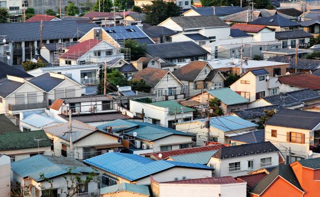 新ルールでは老人ホームなどに転居した場合も特例適用の可能性がある(都内の住宅街)