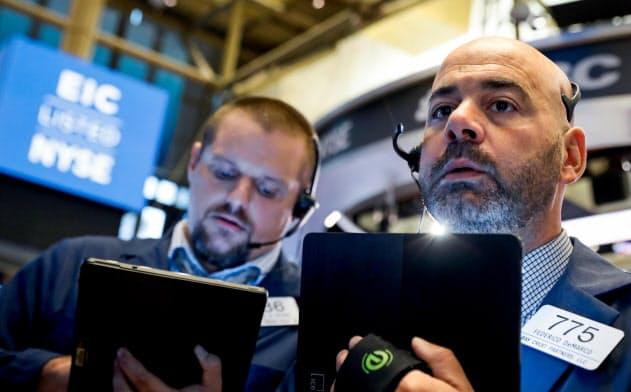 長短金利の逆転で米国株は大幅安に=ロイター