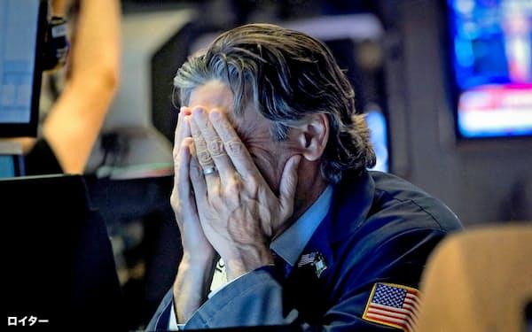 14日の米株式市場でダウ平均は800ドル安と今年最大の下げ幅を記録した=ロイター