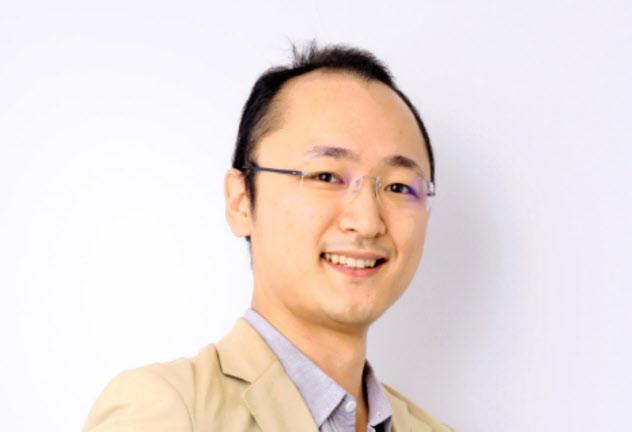 マネーフォワード取締役兼Fintech研究所長。野村証券で家計行動、年金制度などを研究。スタンフォード大学経営大学院、野村ホールディングスの企画部門を経て、2012年にマネーフォワードの設立に参画。
