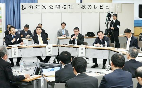 東京五輪・パラリンピックなどのスポーツ関連予算について協議する「行政事業レビュー」(2015年11月、東京・霞が関)