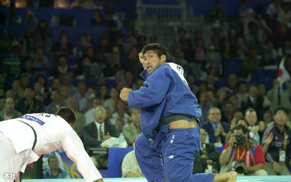柔道男子100キロ超級決勝で一度勝利を確認する篠原