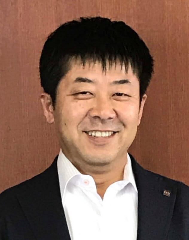甲羅社長に就任する鈴木雅貴副社長