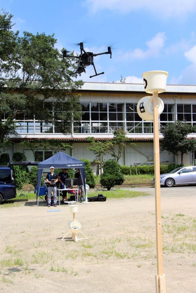 訓練では定められた標的をドローンで正確に撮影するまでのタイムを競う(栃木県さくら市)