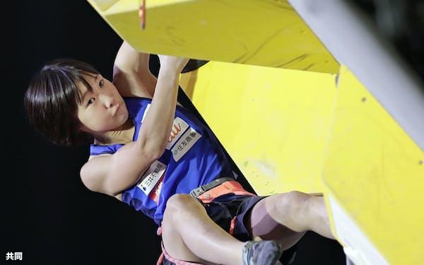 女子リード準決勝 決勝進出を決めた森秋彩(15日、エスフォルタアリーナ八王子)=共同