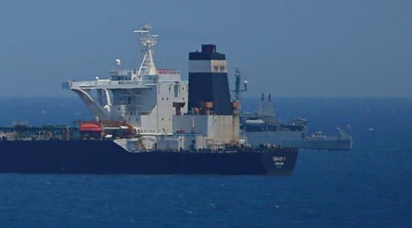 7月に英領ジブラルタル沖で拿捕され、停泊するイランのタンカー=ロイター