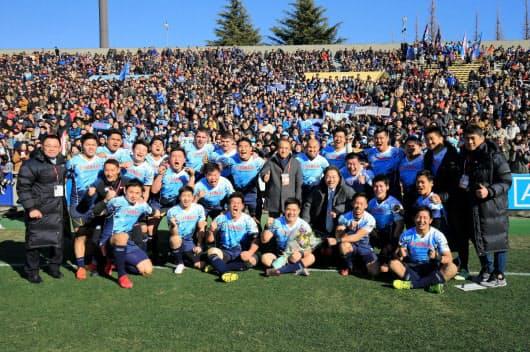 2018年1月のトップリーグ最終戦で(写真中央が柳会長、東京・秩父宮ラグビー場)