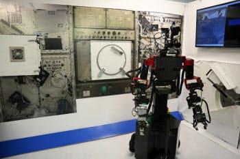 GITAIは社内にISSを模した設備を作り、宇宙飛行士を代替するロボットの開発を進めている