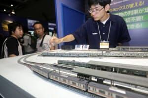タカラトミー子会社のトミーテックは模型の自動運転システムも出展した(16日、東京都江東区)