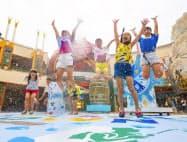 イクスピアリでは大量の水しぶきを浴びるイベントが大盛況だ(千葉県浦安市)