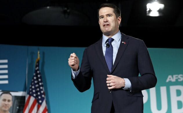 外交を最重要課題に掲げて米大統領選に出馬表明したモールトン下院議員だが、有権者の支持を広げられずにいる=AP