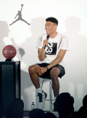 ナイキ社のトークショーに出席した、バスケットボール男子日本代表の八村(16日、東京都渋谷区)=共同