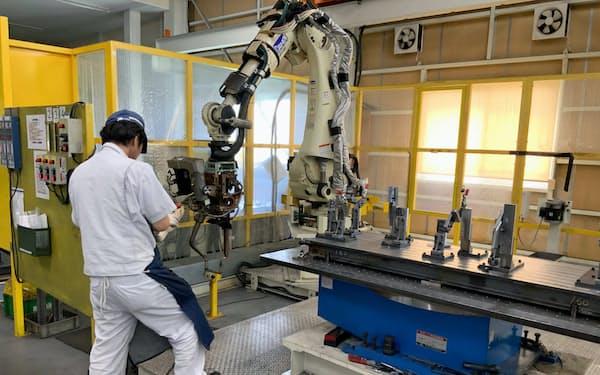 西山技研は金型鋳造からロボットによる溶接、検査まで試作品製造工程の全てを自社で持つ(静岡県袋井市の本社工場)