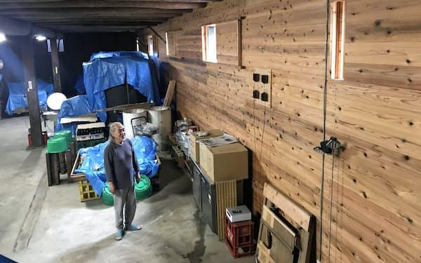 新酒を仕込む酒蔵の壁一面にネーブル・ジャパンの木製スピーカーシステムを採用(松阪市の新良酒造)