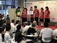 組み合わせ抽選に臨む愛媛県立今治西高校の生徒ら(16日、松山市)