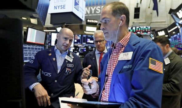 16日の米株式市場でダウ平均は続伸した=AP