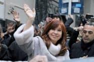 アルゼンチンではクリスティナ・フェルナンデス前大統領の復権が市場のリスクと意識されている(12日、ブエノスアイレス)=ロイター