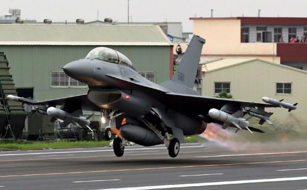 米が台湾への売却方針を固めたF16V戦闘機=E?#26657;習r事