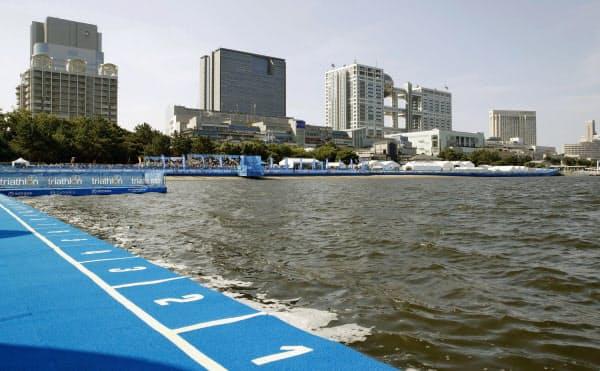 水質悪化でスイムが中止になったパラトライアスロンW杯のコース(17日、東京・お台場海浜公園)=共同