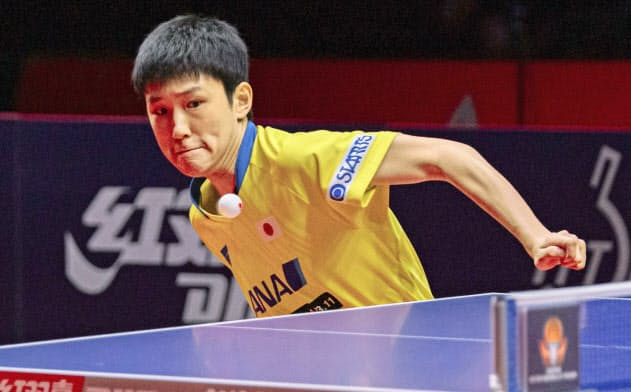 ブルガリア・オープンの男子シングルスで優勝した張本智和(18日、パナギュリシュテ)=国際卓球連盟提供・共同