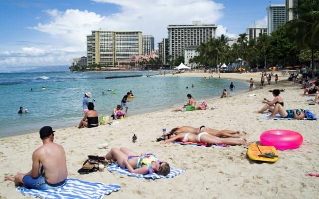 ハワイやパラオ、日焼け止め規制じわり 「サンゴに有害」