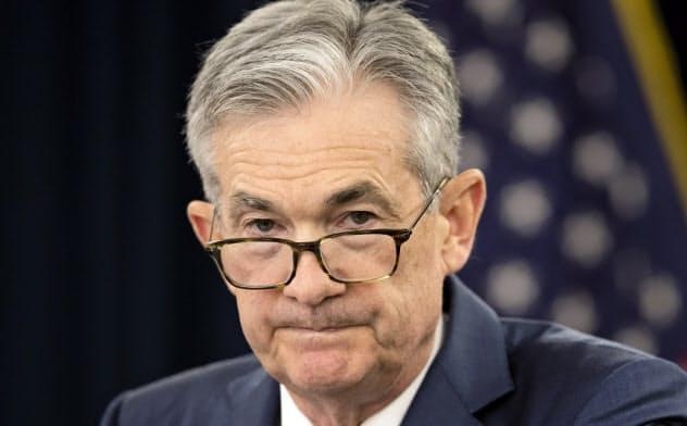 景気後退のリスクが増すなか、パウエルFRB議長の発言が注目される=AP