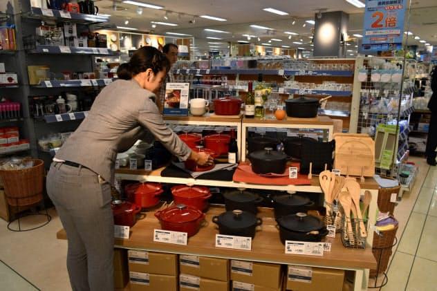 増税後の需要増が見込まれる鍋物などを前倒し販売する(東京・板橋のイオンスタイル板橋)