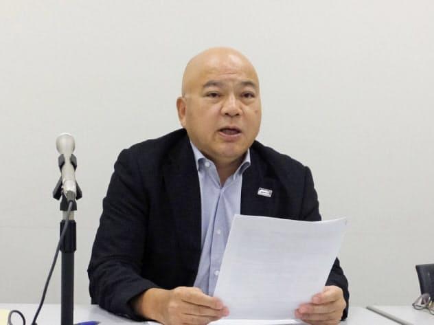 買収を発表するブイ・テクノロジーの杉本重人社長(19日、東京都内)