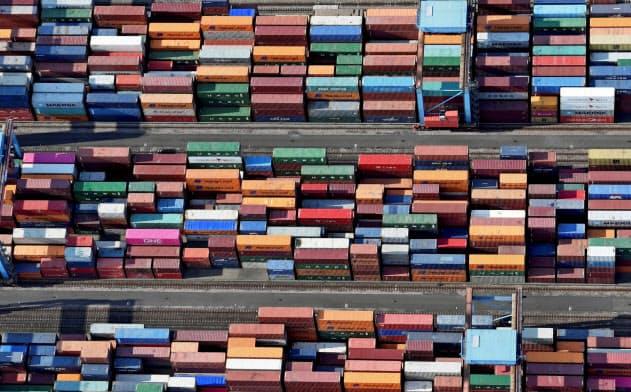 米中の貿易戦争が輸出大国、ドイツを直撃(ハンブルク港)=ロイター