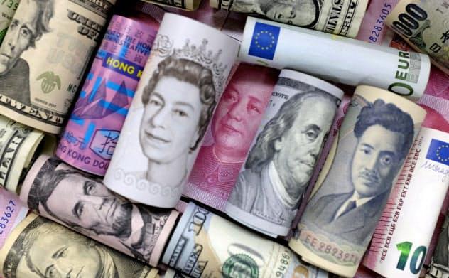 金利のかからない資金の供給が増えているにもかかわらず、世界経済は減速しており、さらなる浮揚策が必要になっている=ロイター