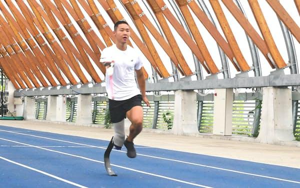 サイボーグは強度や走行性能が高い義足を開発している