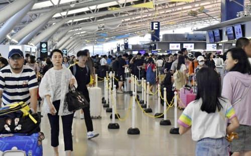 台風10号の影響で航空便の国内線、鉄道とも振るわなかった