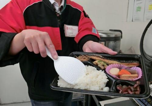 ポプラは各店舗でご飯を詰める独自の弁当で大手と差別化する