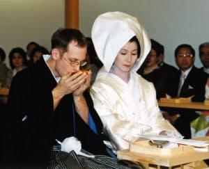 カナダのパラアイスホッケー選手と結婚した(写真は日本で挙げた式)