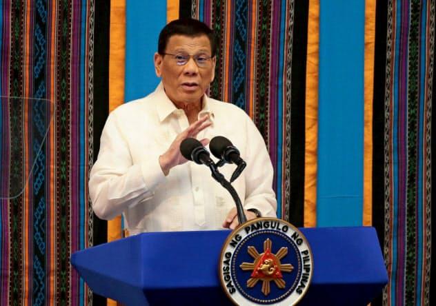 5度目の訪中を明らかにしたフィリピンのドゥテルテ大統領(7月、マニラ)=ロイター