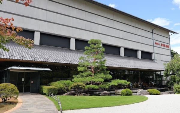 水野美術館は近代日本画家の菱田春草の本画を多く持つ美術館で知られる