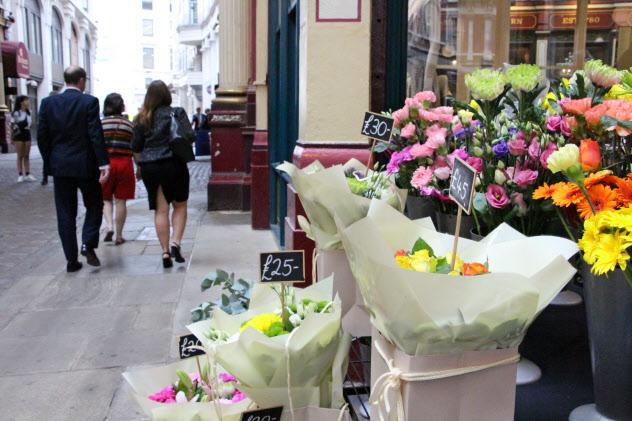 ロンドンで売られている生花はほとんどがEU諸国からの輸入品(8月、ロンドン)