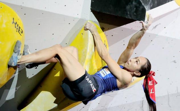 女子複合で銀メダルを獲得し、東京五輪代表に内定した野口のボルダリング(20日、エスフォルタアリーナ八王子)