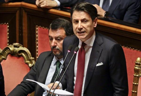 上院で演説するイタリアのコンテ首相(20日、ローマ)=AP