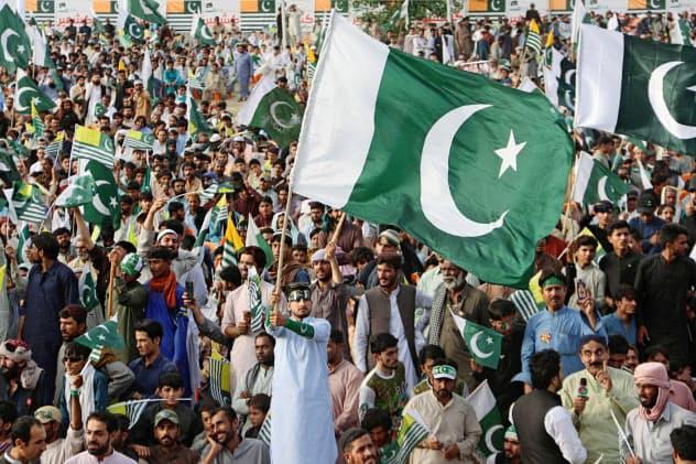 パキスタンは、インドによるカシミール州の自治権剥奪に反発している(14日、パキスタン南西部クエッタ)=ロイター
