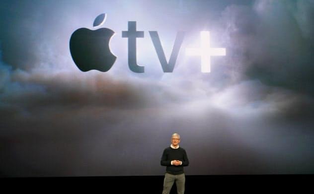 動画配信サービス「TV+」を発表するアップルのクックCEO(3月)