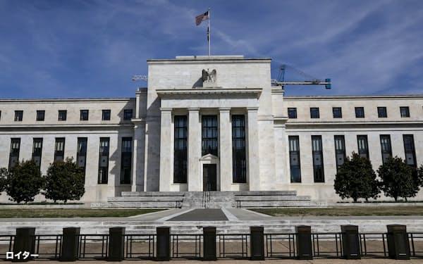 FRBによる利下げは地銀の収益を圧迫している=ロイター