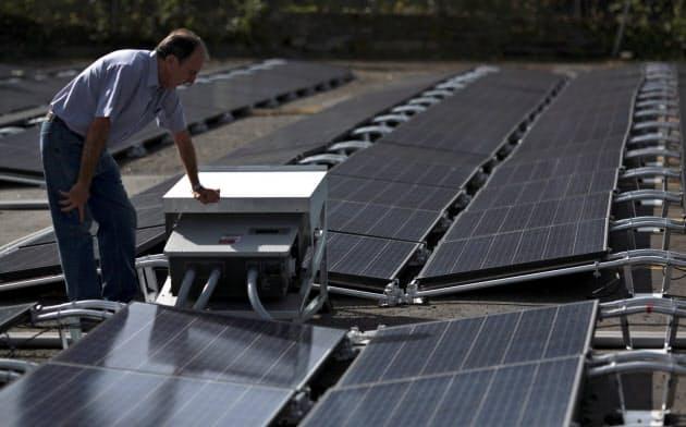 テスラは太陽光パネルを提供している=ロイター