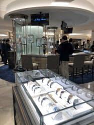 三越日本橋本店の時計売り場は気軽に鑑賞できるような売り場に刷新した(東京・中央)