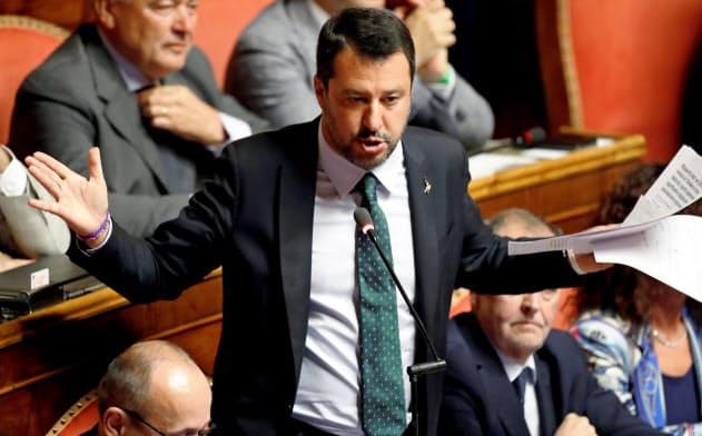 今回のイタリアの政治危機は同盟党首のサルビーニ副首相が新たな選挙の実施を要求したことが要因だ=ロイター