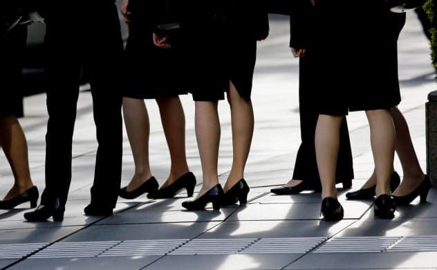 女性幹部の比率の高い企業は自己資本利益率(ROE)も高いという=ロイター