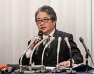 不正会計について説明する黒坂社長(21日夕、東京都千代田区)