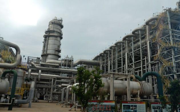 石油化学製品を製造する中国国有企業の工場(遼寧省)