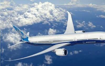 月産14機体制になった米ボーイングの中型機「787」。東レは主要な構造部材の5割を占める炭素繊維を供給している