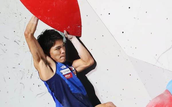 男子複合決勝の楢崎智のボルダリング